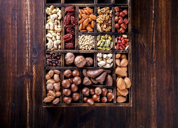 木製のヴィンテージbox.assortmentでミックスナッツ
