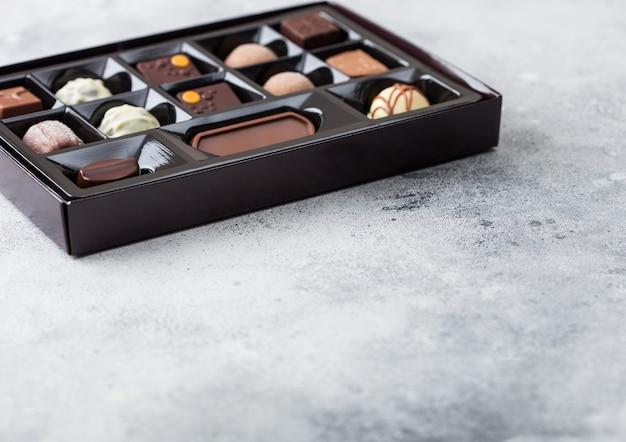 高級チョコレート菓子の箱の選択