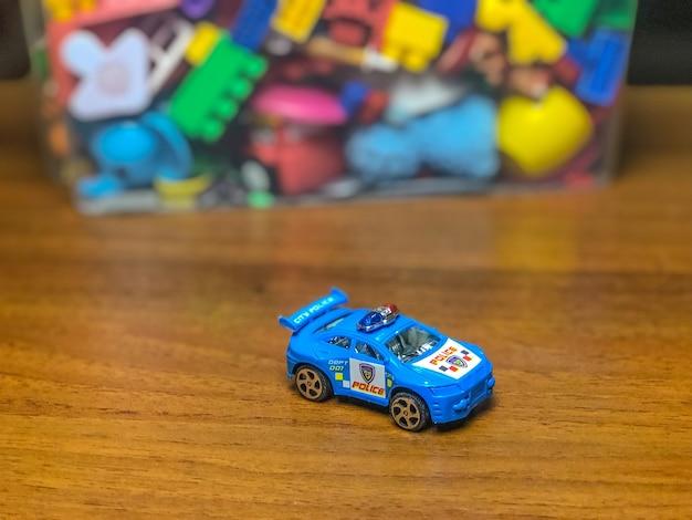ゲーム中にテーブルの上に子供のおもちゃが入った箱。