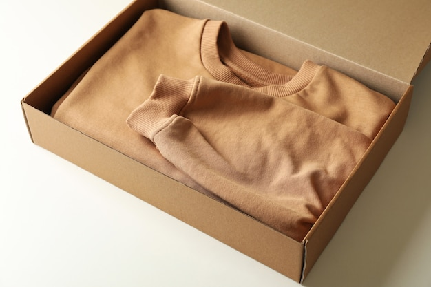 スウェットシャツの箱