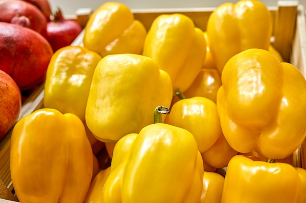 Box with yellow bell pepper.