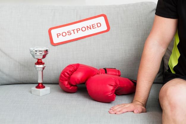 延期されたメッセージの隣のボクシングイベント要素
