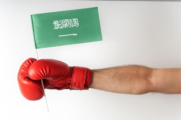 サウジアラビアの旗とボクシンググローブ