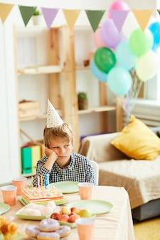 Мальчик один на день рождения