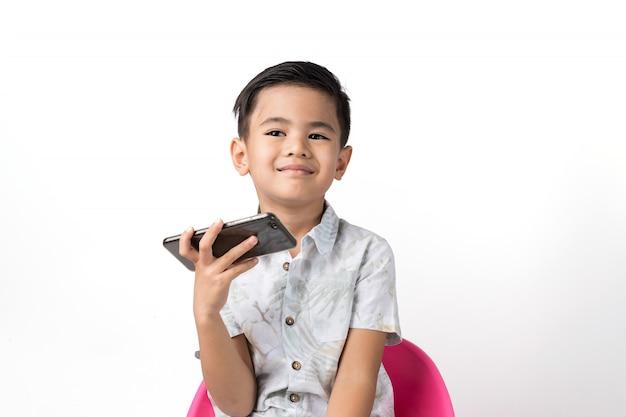 Мальчик и смартфон
