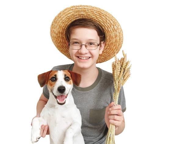 Мальчик обнимает своего друга-собаку