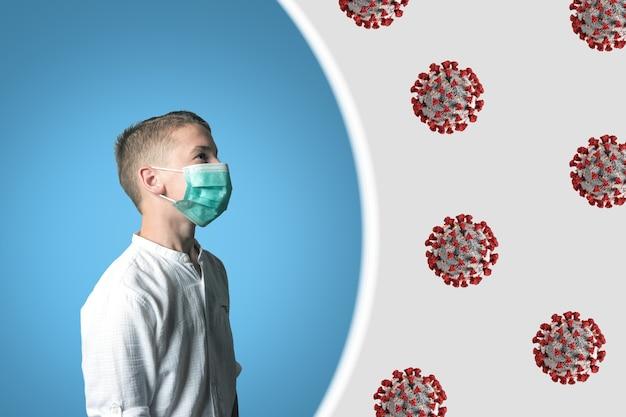 明るい顔に医療用マスクをかぶった少年。