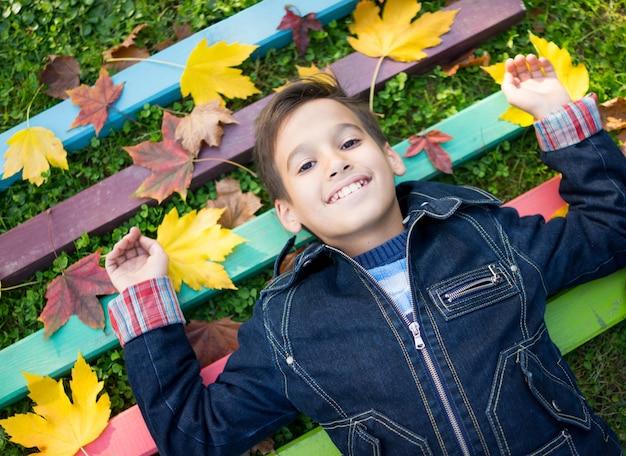 Мальчик в парке