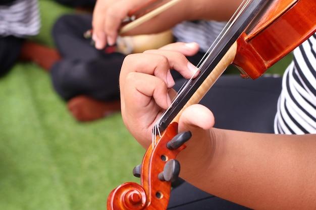 The boy play violin