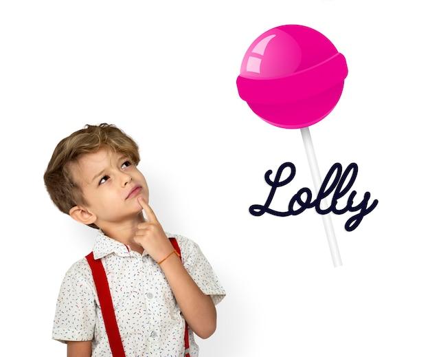Мальчик с иллюстрацией сладкого леденца на палочке