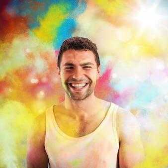 色のペンキで笑顔の表情を持つ少年