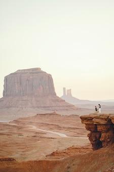 Boyfriend proposing to wife in arizona