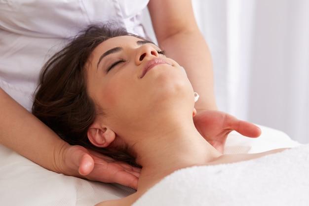 Bpdy massage at wellness club