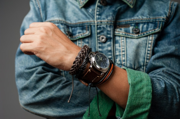 ブレスレットと手首の時計