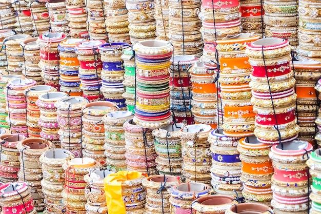 インド市場のブレスレット、ジョードプル、インド