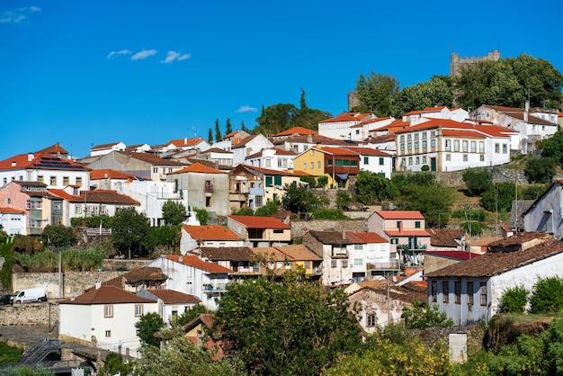 Bragança는 terras de trs-os-montes에있는 bragança 지구의 수도 인 포르투갈 북동부의 도시이자 시정촌입니다.