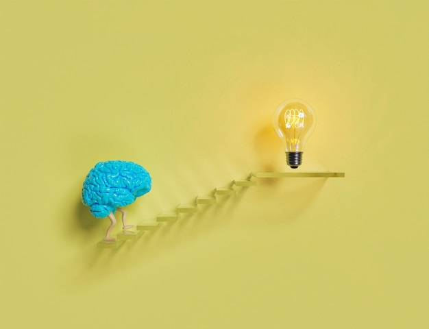 Мозг поднимается по лестнице к лампочке