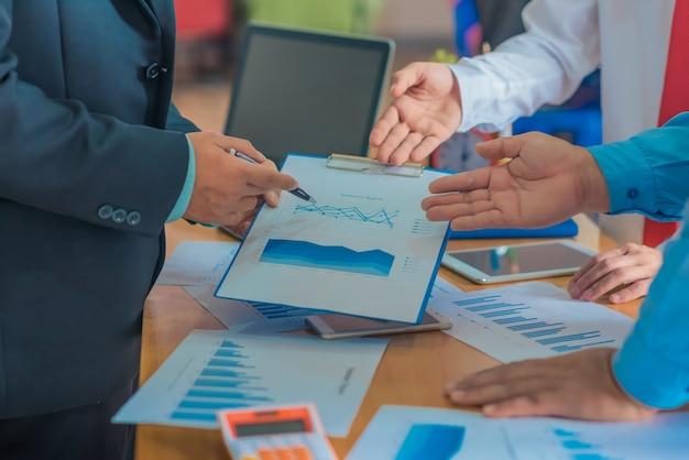브레인 스토밍 비즈니스 작업 보고서 개념,