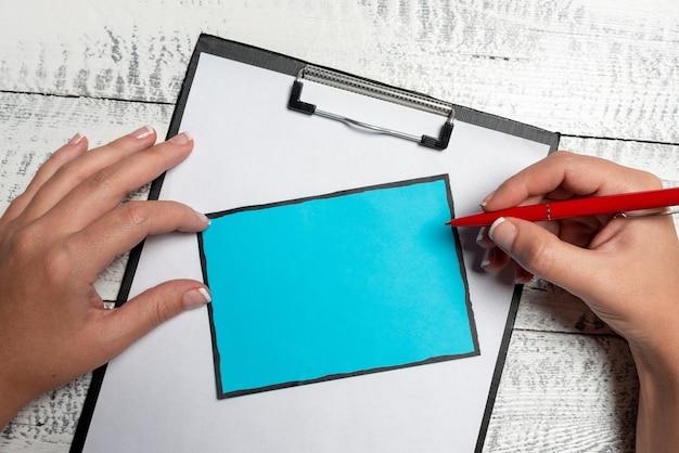 ブレーンストーミングの問題解決策アイデア関連する質問をする重要なメモを取る新しいアイデアを考える混乱を壊すミステリー書く質問