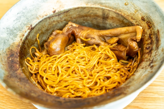 Braised goose feet with noodles