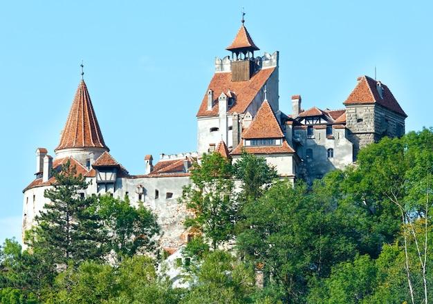 ブラン城の夏の景色