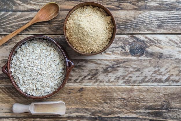 Bran oat in bowl in wooden background