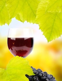 ブドウの枝とグラスワイン