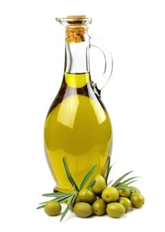 Ветка с оливками и бутылкой оливкового масла