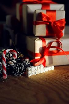 松ぼっくりの枝クリスマスプレゼントのおもちゃ