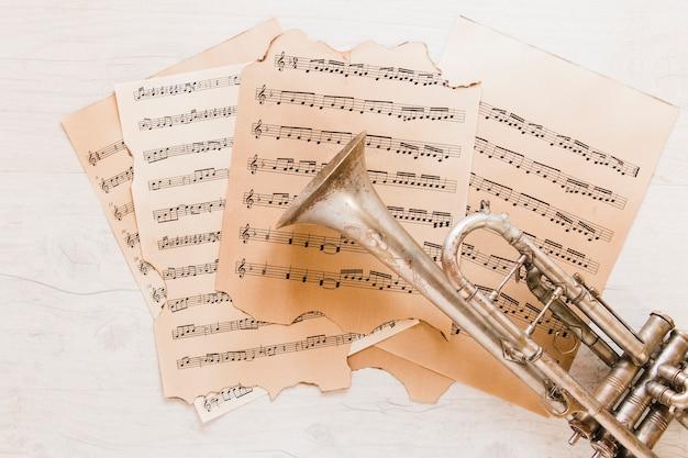 악보에 금관 악기 트럼펫