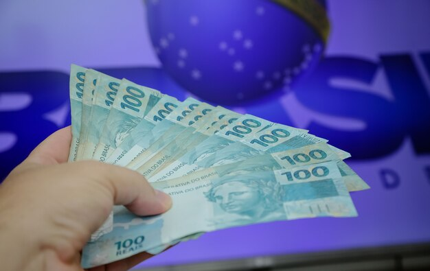 브라질 50 및 100헤알 지폐
