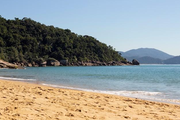 ブラジルのビーチコースト。砂と海。