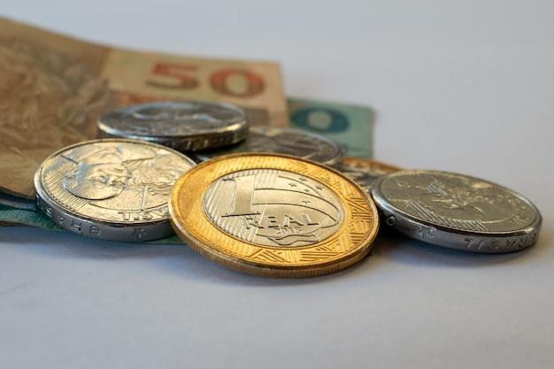 Бразильские монеты и банкноты