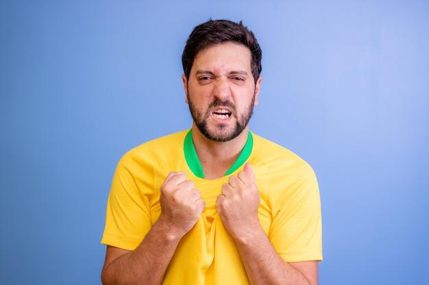 青で祝うブラジルのファン