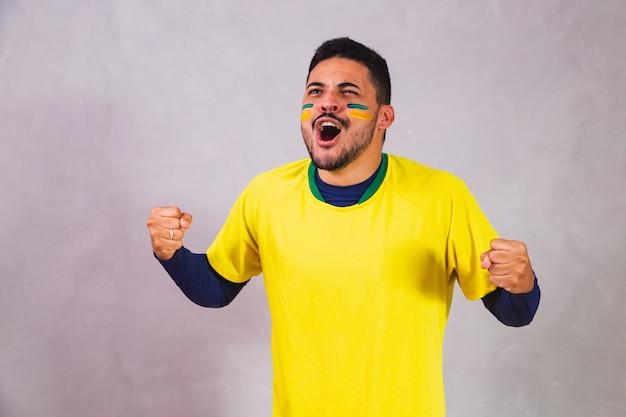 灰色の背景にブラジルのファン