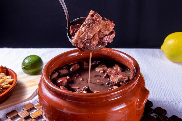 Бразильское блюдо фейжоада