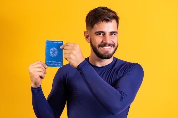 文書作業と社会保障を持つブラジル人男性、(carteira de trabalho e previdencia social)