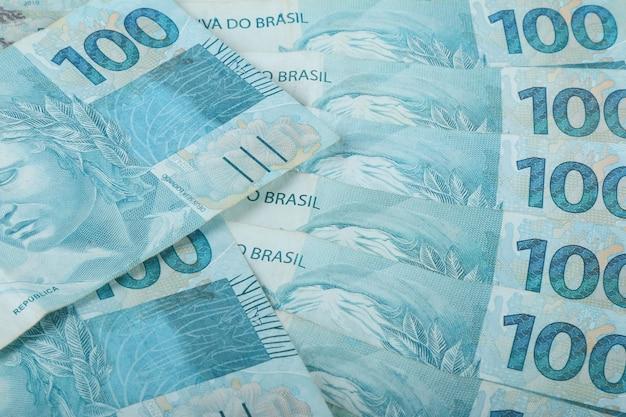 ブラジルのお金。 100レアル紙幣。