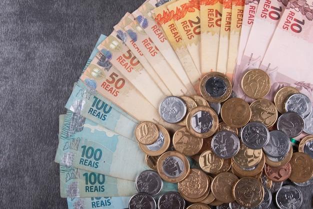 ブラジルの紙幣と硬貨
