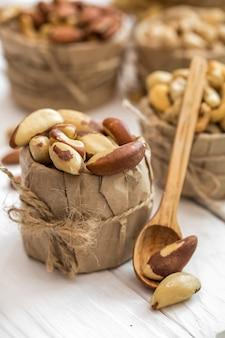 Бразильский орех и деревянные ложки