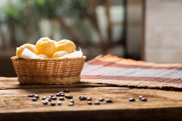 コピースペースのあるチーズパン、ブラジルの「パオデケイジョ」