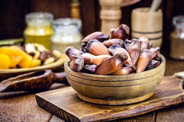 Бразильские кедровые орехи, используемые в бразильской кухне зимой, экологически чистые продукты