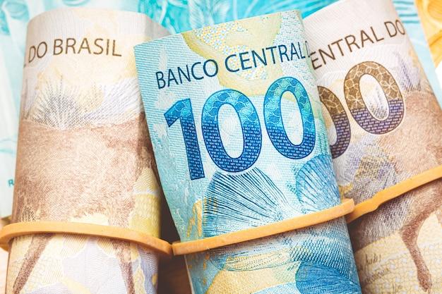 マクロ撮影で輪ゴムを使ったブラジルレアル紙幣