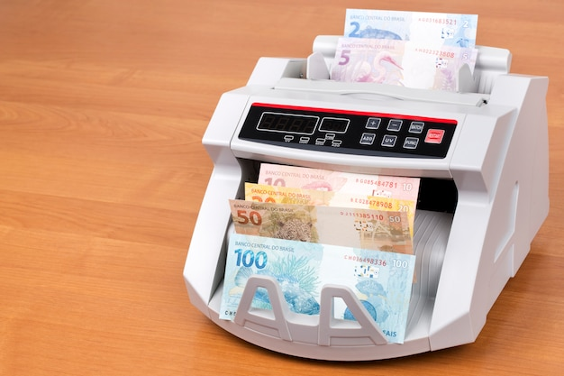Brazilian reals in a counting machine