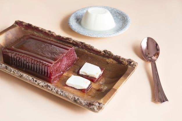 ブラジルのロメウeジュリエタの典型的なデザート