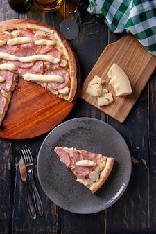 모짜렐라치즈와 야자수, 옥수수가 들어간 브라질식 등심 피자. 크림치즈를 토핑한