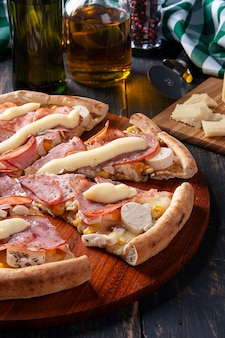 Brazilian-style sirloin pizza with mozzarella, hearts of palm and corn. topped with cream cheese