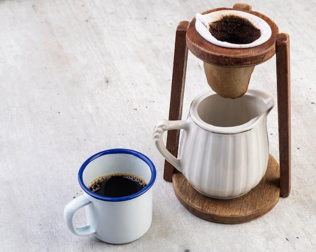 Бразильская традиционная тканевая фильтрация кофе.