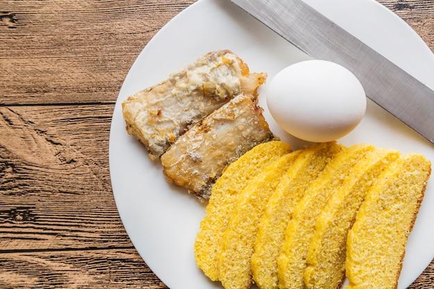 パン、卵、プレート