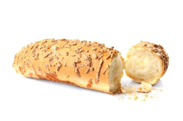 Хлеб и ломтик на белом фоне